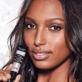 VS blizgesių rinkinukas su kosmetine