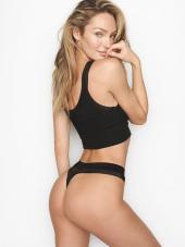 Apatinės kelnaitės puoštos Victoria's Secret užrašu